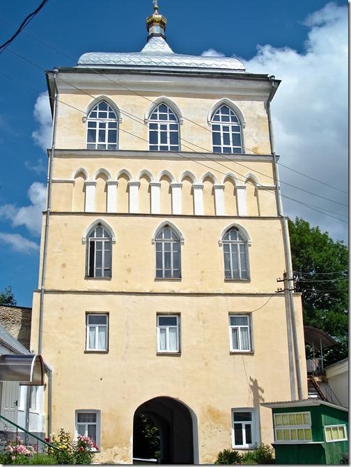 Дермань, Троїцький монастир, надбрамна вежа