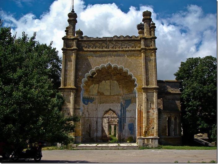 Петрівка,  східний фасад палацу Курисів